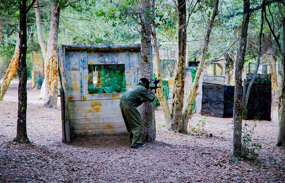 Paintball Ausflug - Lloret - Spielfeld Wald - Schutz